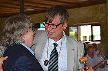 Francois Fastner übergibt an Dr. Enrico Trenkler